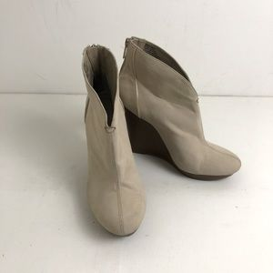 Jennifer Lopez Shoes Wedge 8M Booties Cream Suede